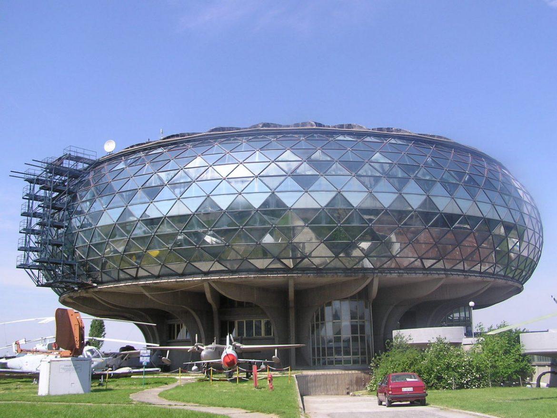 移民到塞爾維亞的生活 圖書館. 文化中心和美術館